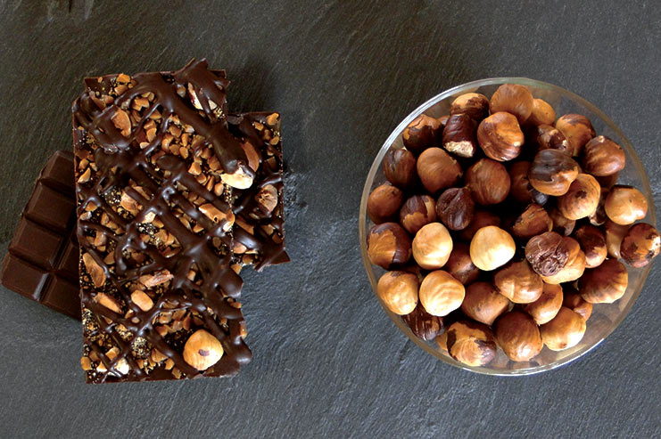 Dark chocolate with caramel pieces, hazelnuts and almonds