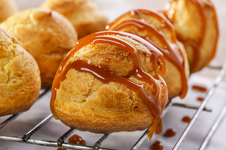 Caramel cream puffs