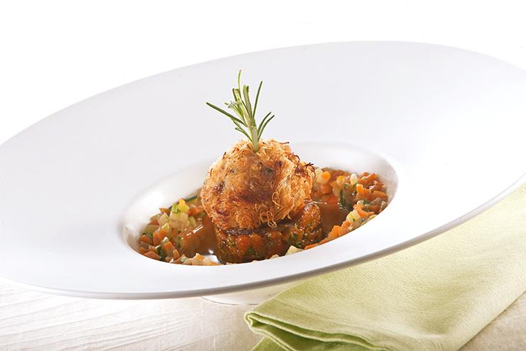 Langoustine croustillante au caramel, lasagne de potimarron et bouillon de légumes au gingembre